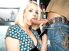Mandy Sweet & Bill Bailey in Fucking Hot Moms