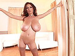 Babes Vids: Busty babe Merilyn poses for you in nothing but stockings