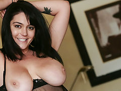 Big.Tits Vids: Curves and Smiles