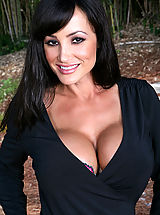 Busty Mature, Lisa Ann