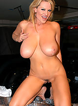 Huge.Tits Pics: Kelly gets picked up off the side of the road and bangs her puss in the back of a truck.