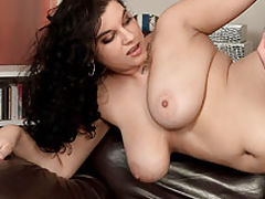 Big Tits Fetish, Lola Hot