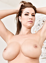Bouncing Boobs, Carol_gold - Big tit mom bends over and shows off her round ass and pretty pink pussy