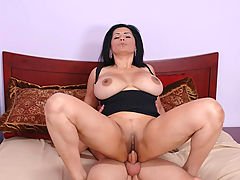 Tiana Rose & Scott in Fucking Hot Moms