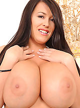 Busty babe Leanne Crow shows her huge sexy tits