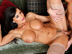 Bouncing Boobs, Lisa Ann & Ryan Driller in Fucking Hot Moms