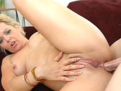 Hard Nipples, Kelly Leigh in Fucking Hot Moms
