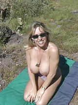 Houswife whith Super Huge Tits Sand Popper Picnic