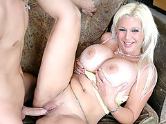 Bouncing Boobs, Kayla Kupcakes in Fucking Hot Moms